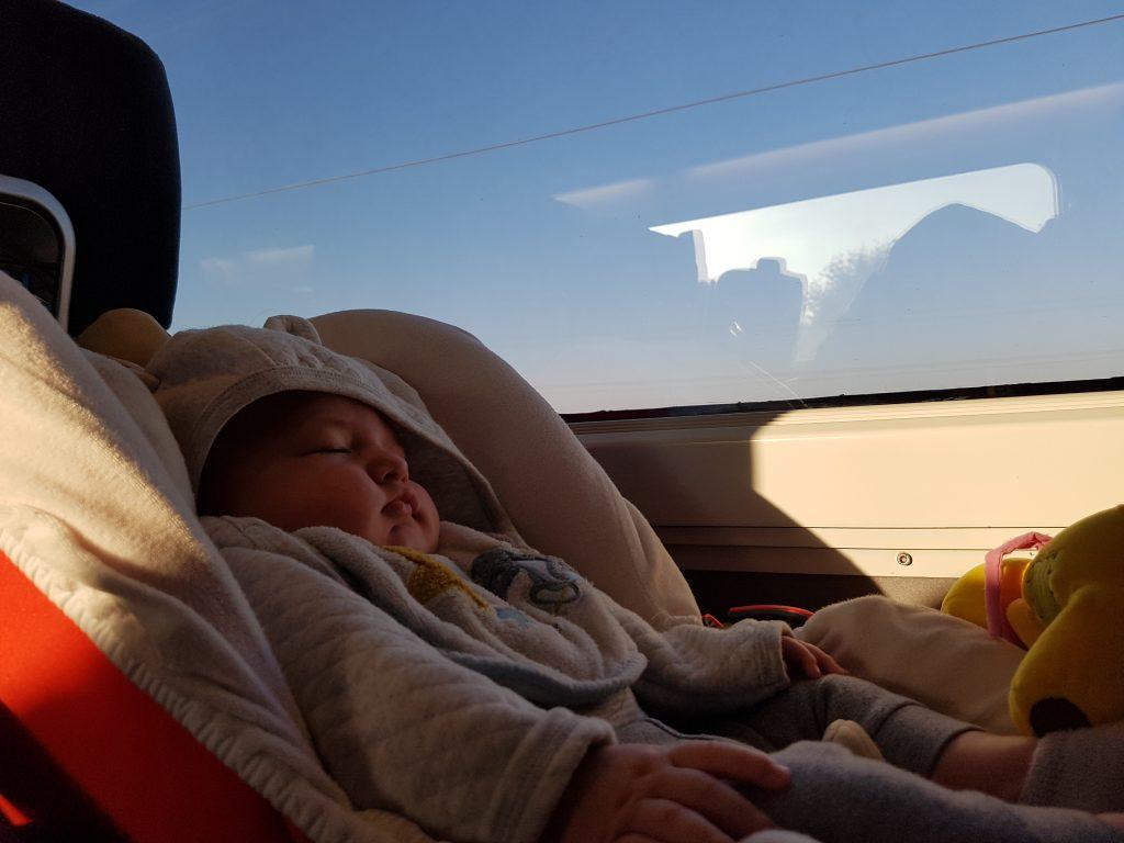 Le cybex Cloud Q dans le train et aussi sécurisent que en voiture